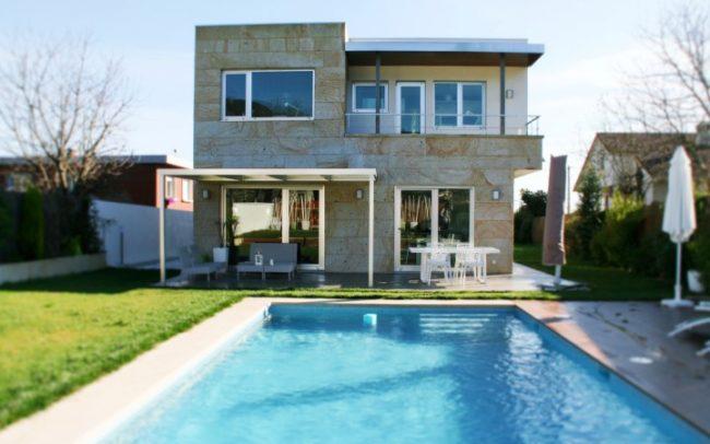 Vivienda proyectada por nam arquitectos, estudio de arquitectura y urbanismo domiciliado en la ciudad de Tui.