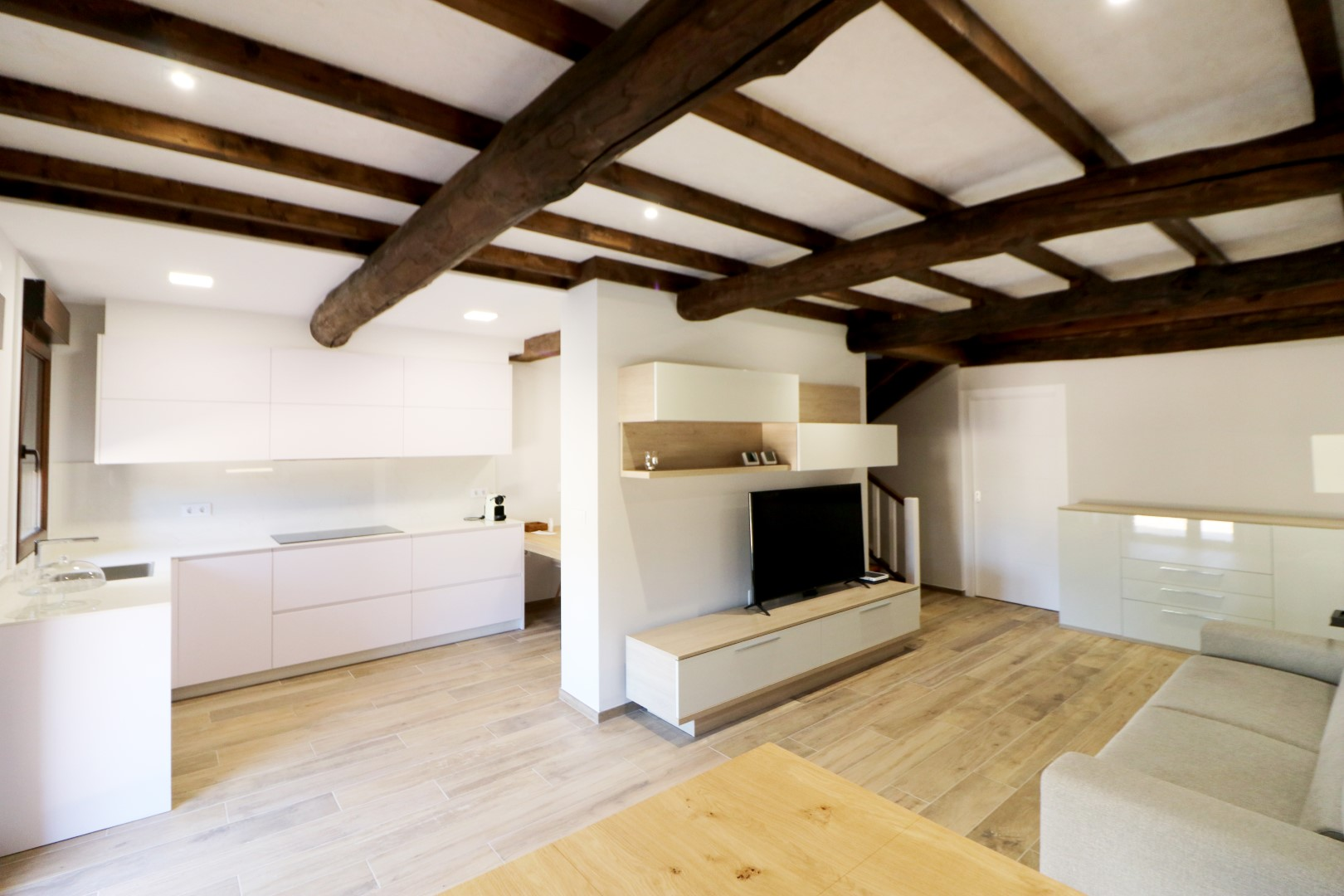 Rehabilitación completa vivienda Vigo. Arquitecto.
